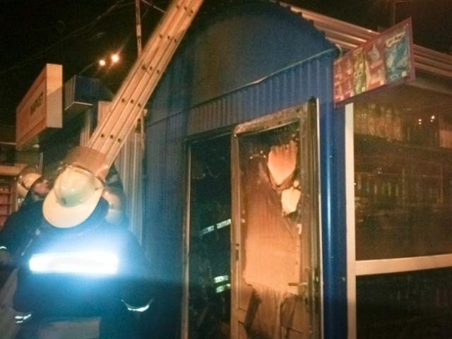 В Киеве сгорел табачный киоск