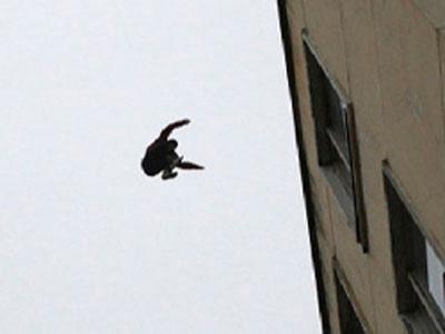 На Оболони мужчина выбросился из окна 13 этажа