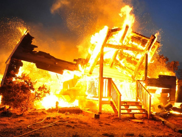 Мужчине, спалившему дом с людьми, придется сидеть пожизненно