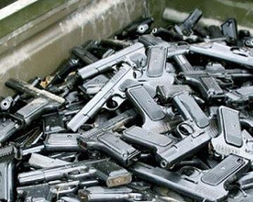 Киевлянам предложили освободиться от уголовной ответственности, сдав оружие