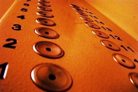 В киевских домах до конца года починят 38 лифтов