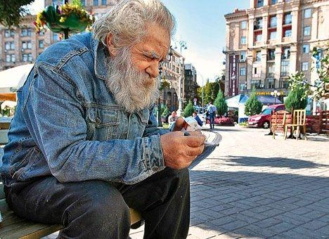 Киевские пенсионеры могут питаться на улице наравне с бездомными