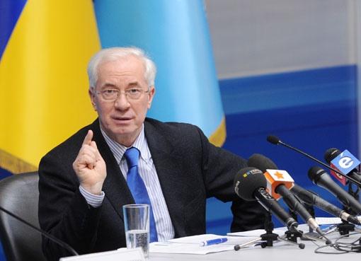 """Азаров обещает очередное """"покращення"""""""