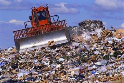 Киевлян приглашают поглазеть на мусорку