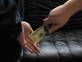 """Милиция разоблачила терапевта, который за деньги выписывал """"здоровые"""" справки"""