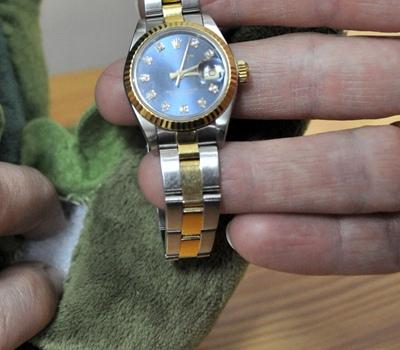 """В """"желудке"""" крокодила киевские таможенники обнаружили часы """"Rolex"""""""