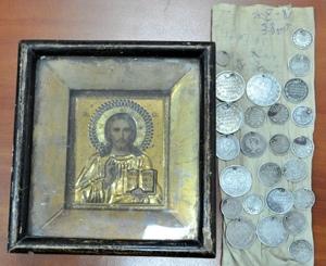 Украинец пытался вывезти в Россию Иисуса Христа