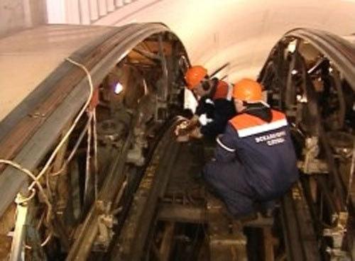 """На станции метро """"Академгородок"""" есть бракованный эскалатор"""