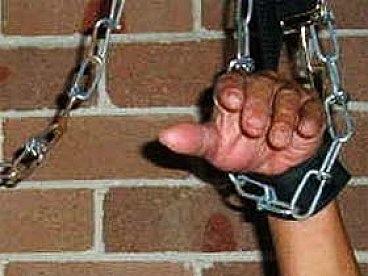 Из-за пачки макарон преступники устроили пытки хозяину квартиры
