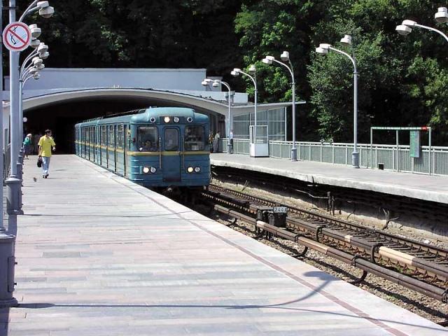 В метро погиб мужчина, который фотографировал свою жену