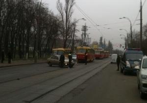 На Куреневке трамвай попал в ДТП