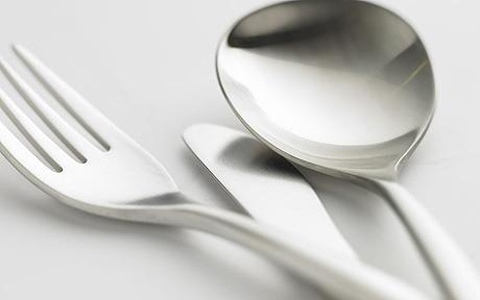 Жильцы часто покупают посуду в тон гостиной комнаты