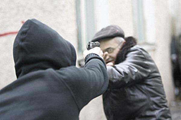 Мужчина подстрелил вора, который ограбил квартиру