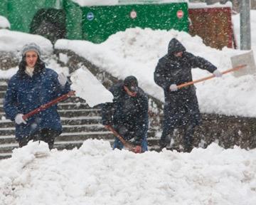 Вслед за Москвой: в Киеве тоже хотят топить снег