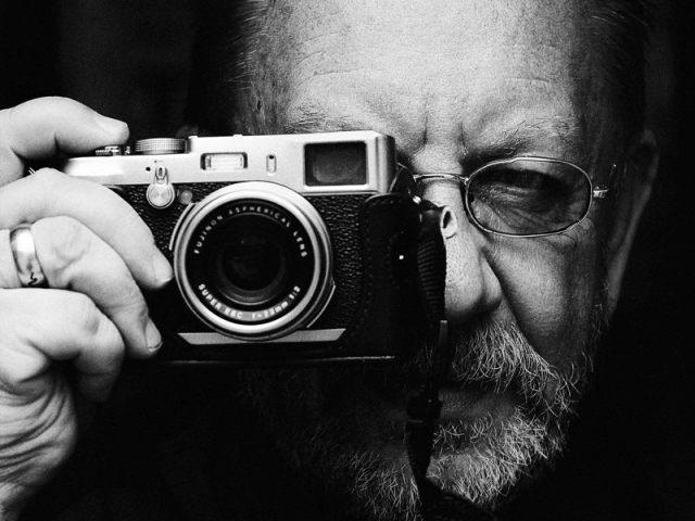 Каждому фотографу - по фотоаппарату