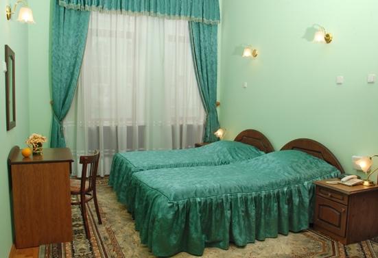 Отели, гостиницы, хостелы Москвы и Петербурга