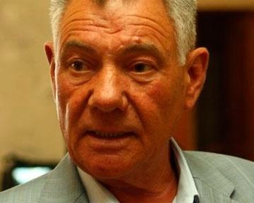 Джип Омельченко сам врезался, пока депутат покупал газеты
