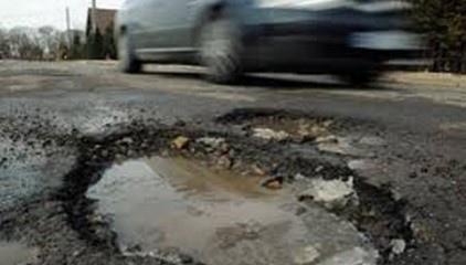 Как водителям приходится ездить по дорогам Киева (ВИДЕО)