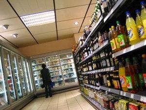 На Подоле бдительный сторож не позволил ограбить продуктовый магазин