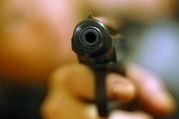 """Возле ТРЦ """"Караван"""" произошла драка со стрельбой. Есть пострадавшие"""