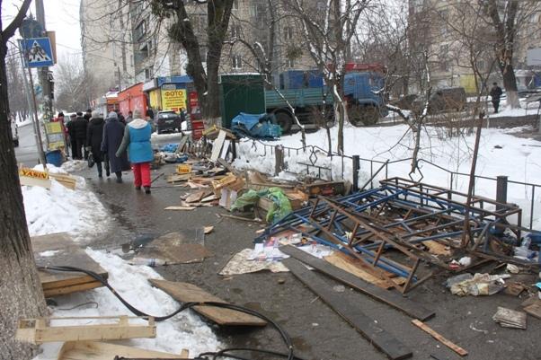 На проспекте 40-летия Октября демонтировали торговый ряд