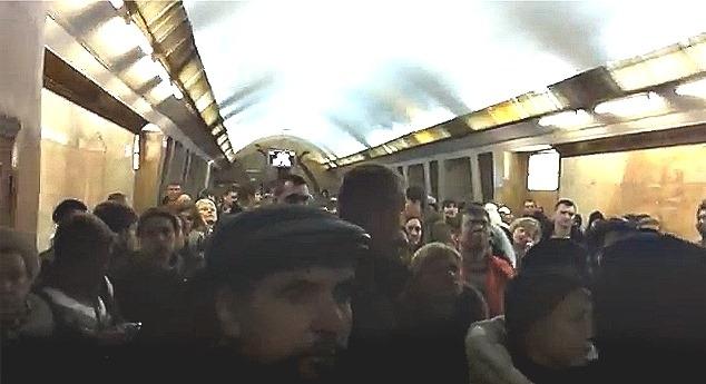 """На станции """"Политехнический институт"""" тоже остановились эскалаторы"""