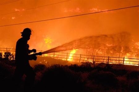 """На """"Нивках"""" горела квартира в 5-этажном доме. Есть пострадавшие"""