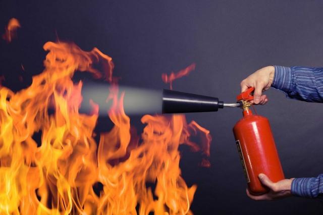 Водитель не смог потушить огонь в машине из-за отсутствия огнетушителя