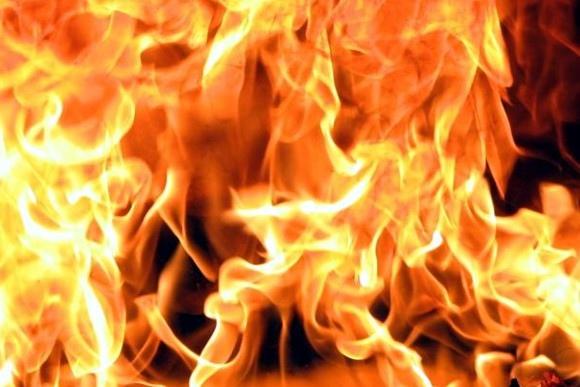 Пожарные вынесли дедушку из огня