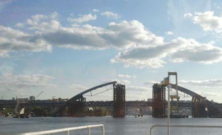 Ко Дню Киева на Подольско-Воскресенском мосту обещают завершить арку