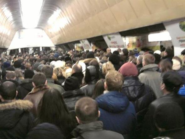 В киевском метро не протолкнуться, да так, что трещат ребра