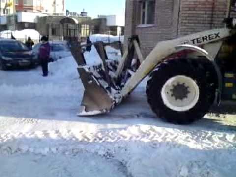 """Киевлянку раздавил трактор, убиравший снег возле """"Дворца спорта"""""""