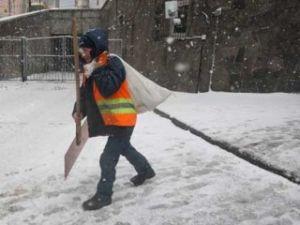Мазурчак объяснил, почему снег чистили сперва на Банковой и в Конча-Заспе