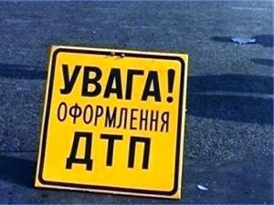 Направляясь в Киев, водитель автобуса залетел под полуприцеп грузовика