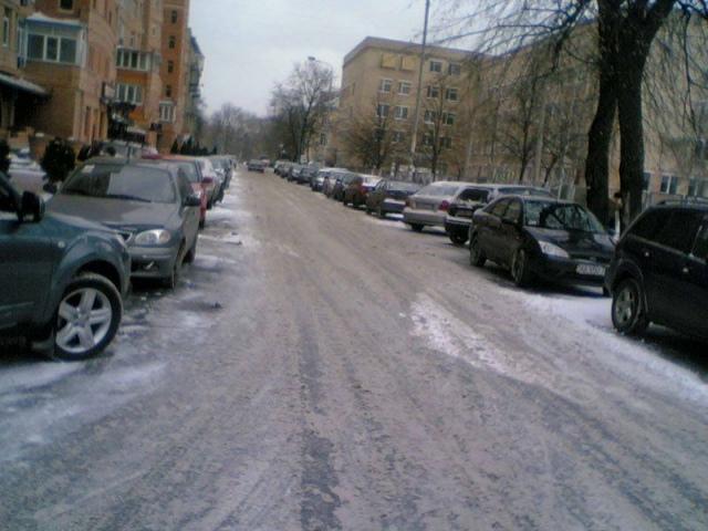 Машины, мешающие убирать снег, не будут отвозить на штрафплощадки