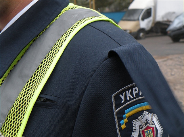 В Киеве инспектор ГАИ обматерил и ударил водителя по лицу