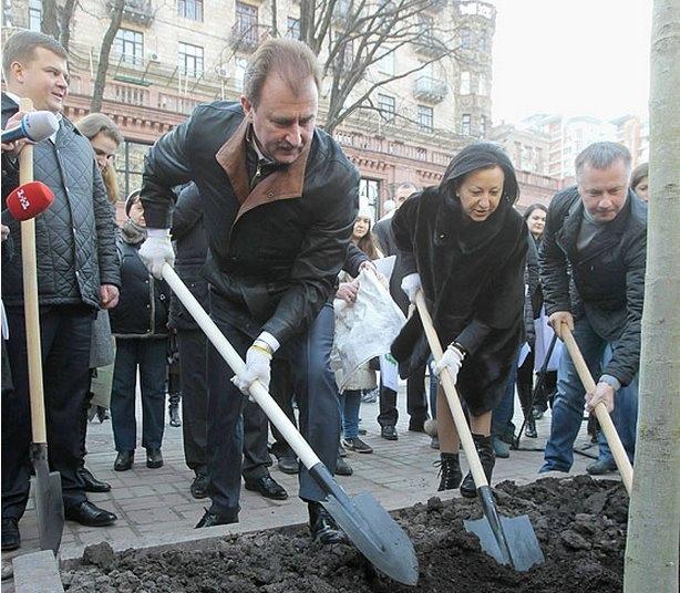 Попов предложил киевлянам самим обустроить Троещину
