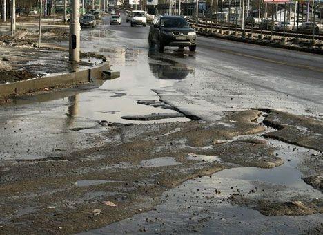 Водителей просят потерпеть ямы на дорогах до 9 мая