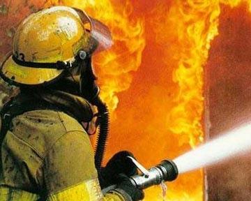 Пожарные спасли ребенка, оказавшегося в лифте во время пожара