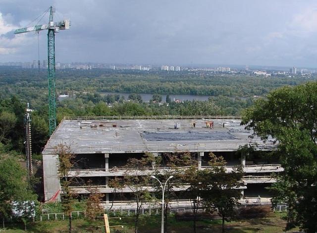 Дорога к вертродрому Януковича может разрушить Днепровские склоны