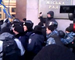 Конфликт у Киевсовета: активисты пытались прорваться в зал заседаний