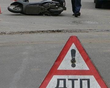 На Броварском проспекте погибла 40-летняя пассажирка мопеда