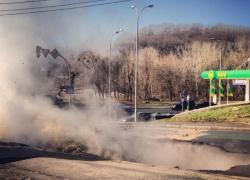 Подробности провала асфальта на пересечении улиц Лаврской и Старонаводницкой