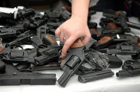 Киевлян просят сдать огнестрельное оружие по-хорошему