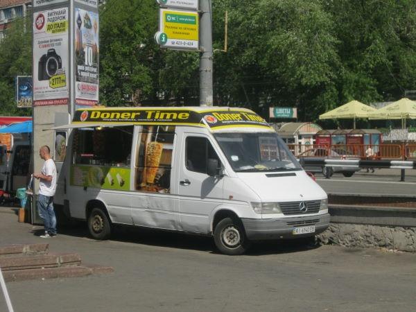 В Киеве шаурму продают прямо с машины