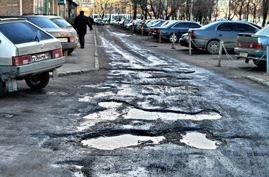 Чиновники решили украсть деньги, выделенные на ремонт киевских дорог