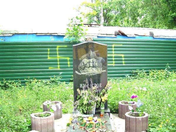 """В Киеве """"фашисты"""" надругались над могилой неизвестного солдата"""