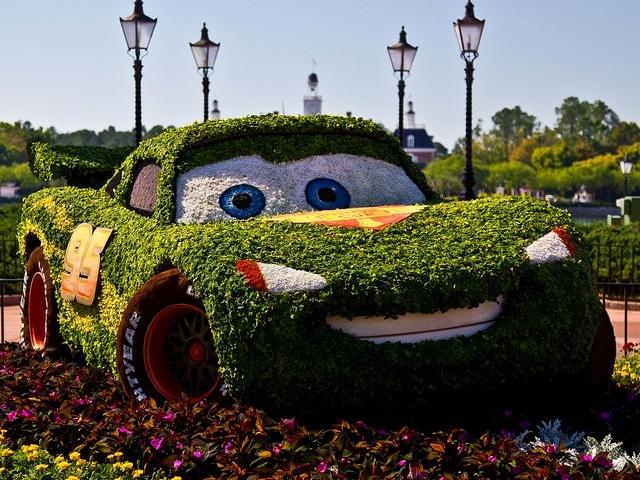 На Певческом поле появятся зеленые автомобили