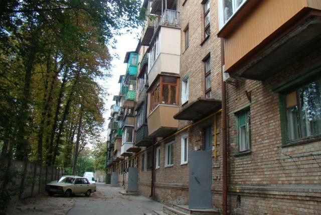 """Жителей киевских """"хрущевок"""" могут переселить в стартовые домики"""