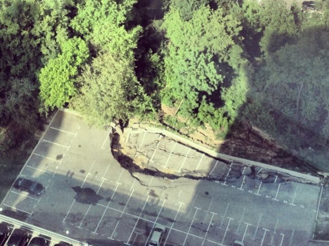 Возле Протасова яра парковка ушла под землю